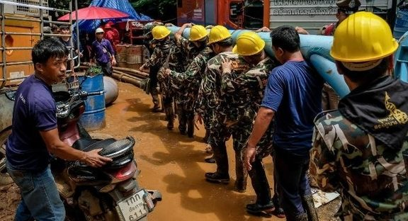 Thailand cave search: Divers close in on missing soccer team