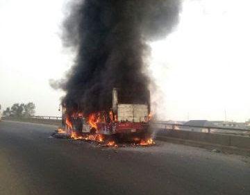 BRT BUS GOES UP IN FLAMES ON LAGOS BRIDGE